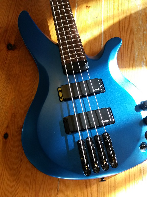 Blue basses fender yamaha 4 5 6 strings in different for Yamaha 6 string bass