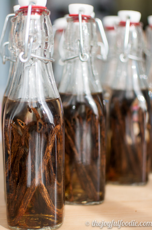 Recipe} Homemade Vanilla Extract - The Joyful Foodie