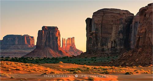 morning arizona usa sunrise canon landscape photography dawn utah butte mood unitedstates glory peaceful tranquility serene monumentvalley mitten navajonation tribalpark floydian canoneos1dsmarkiii henkmeijer