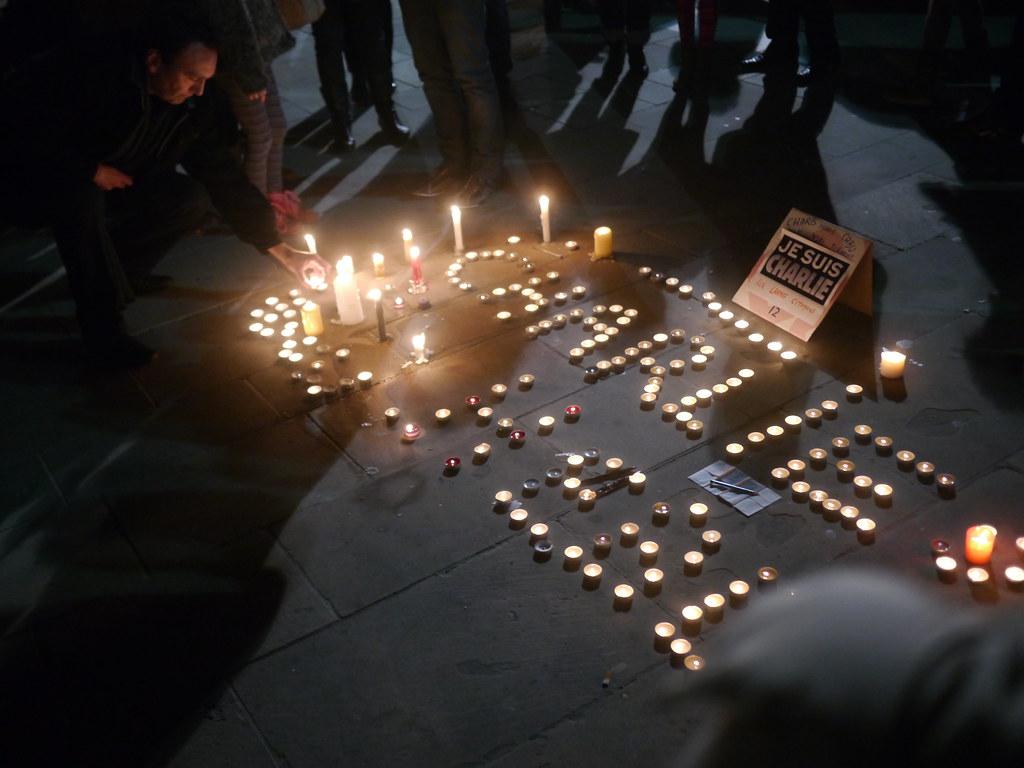 Rassemblement de soutien à Charlie Hebdo - 7 janvier 2015 - Toulon -  P1980317
