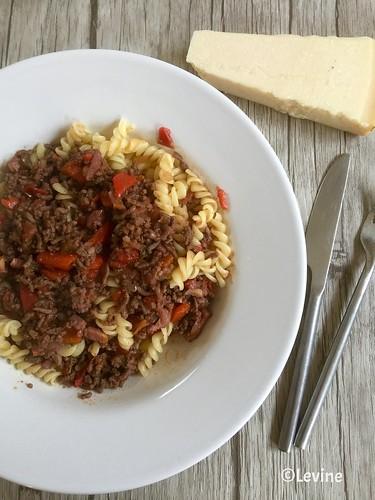 Pasta met gehakt en geroosterde paprika