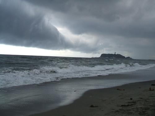夏休みには湘南に_七里ヶ浜は雲行きがあやしくなってきた(2)