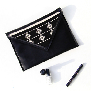 sewing beginner black faux leather clutch DIY