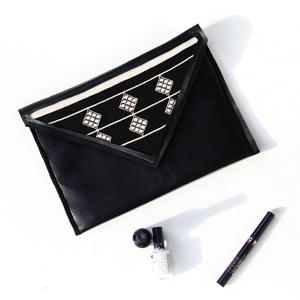 sewing beginner black faux leather clutch DIY