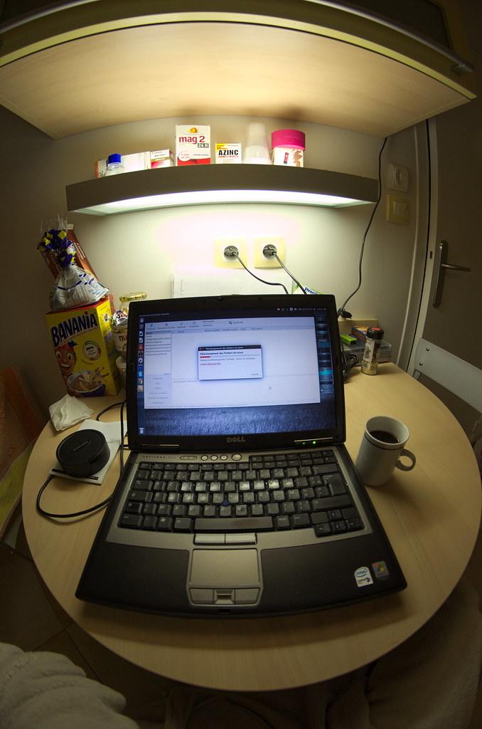 Petit déjeuner dans la cuisine avec mon notebook | D7K_1510 ...