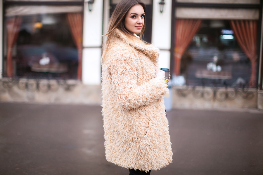 camel-teddy-coat-outfit-ideas