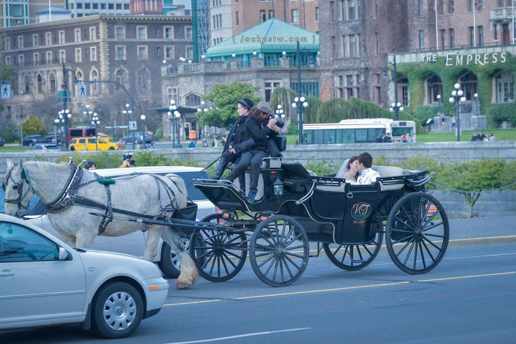華人拍婚紗,後面是Empress hotel