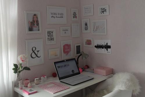 work-area-schreibtisch-desk-arbeitsplatz-bilderwand-fashionblog-home-roomtour