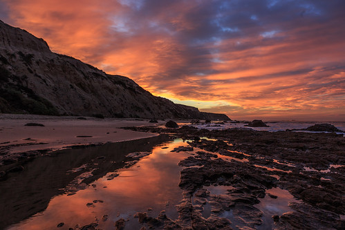 california sunrise reflections dawn crystalcove pch pacificocean orangecounty tidepools californiacoastline crystalcovestatepark californiabeaches newportcoast