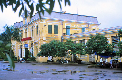 vietnam haiphong ðsvn infra stationbuilding architecture frenchcolonialstyle ciyheritage stationsquare windweather 2003