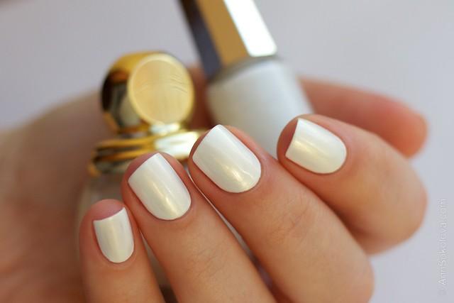 09 Dior Diorific Vernis #022 Mirror over Mavala   White