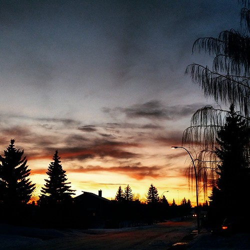 ... #chinook #sunset #yycsunset #yyc #403 #calgary #sky #sundown #willow