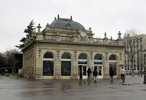 Neuilly - Porte Maillot RER station