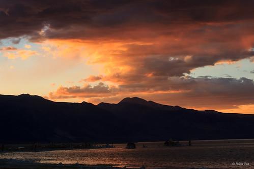 sunset lake water monolake tufa easternsierra