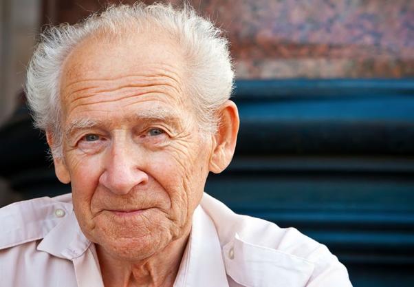Người bệnh Parkinson thường buồn nôn/nôn và khát nước/khô miệng