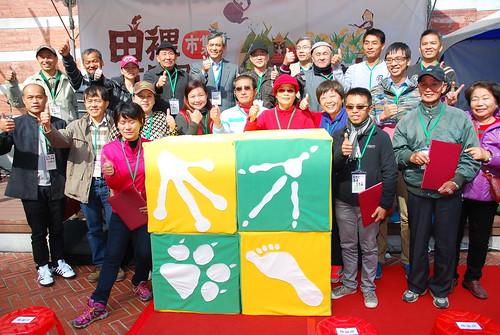 林務局、慈心有機農業基金會、臺灣博物館與農友共同宣示綠色保育宣言。(圖片來源:林務局)