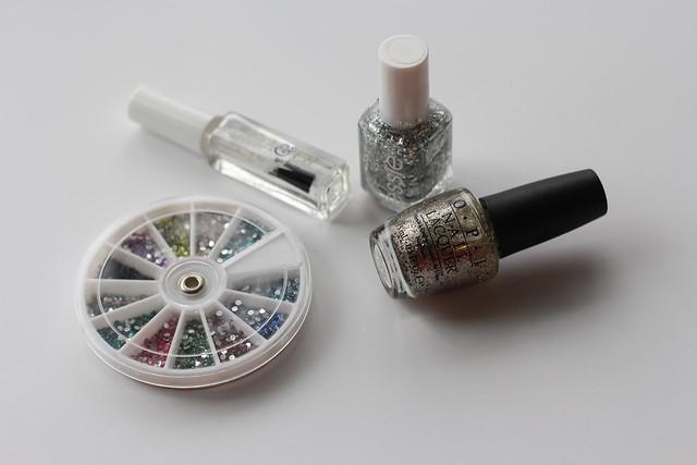 Gray & Glitter | Nails | #LivingAfterMidnite