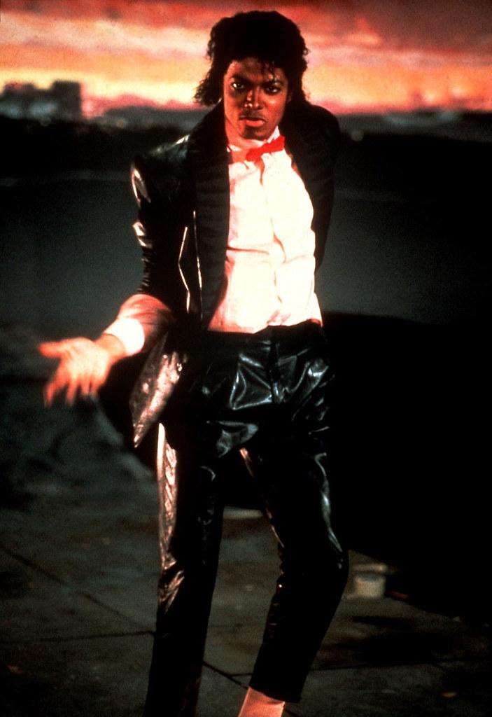 Фото | Майкл Джексон танцует