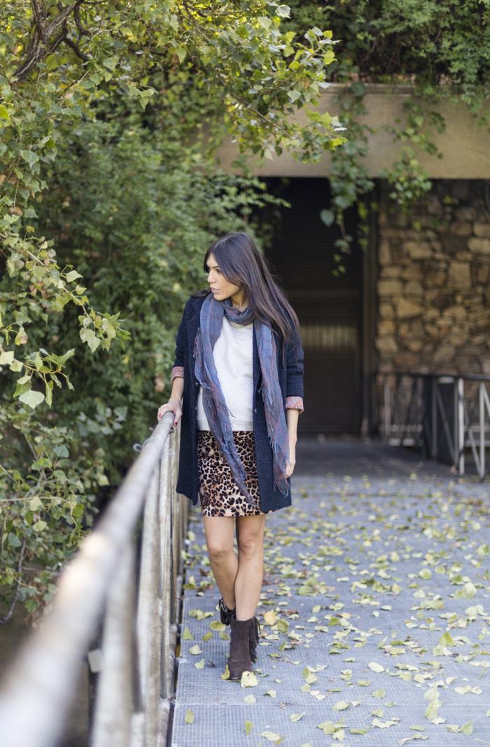 la vaguada street style barbara crespo hake blue coat scarf leopard print mini skirt sendra boots fashion blogger outfit blog de moda
