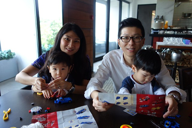 Mummy pairs with Jerome and Daddy pairs to Jerry to build our LEGO cars!