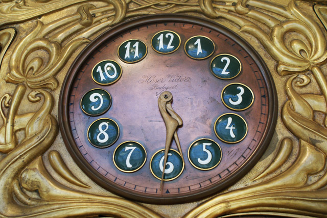 > Horloge de la collection permanente du musée d'art decoratif de Budapest.