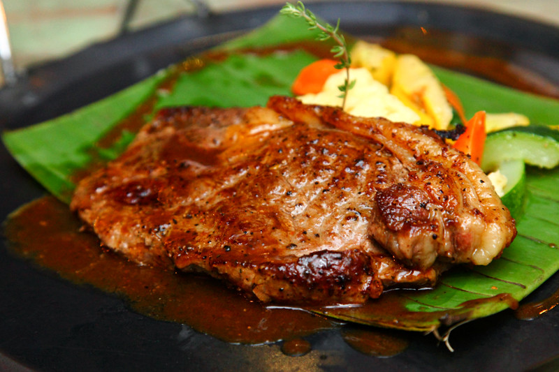 Naughty Nuri's Sirloin-Steak
