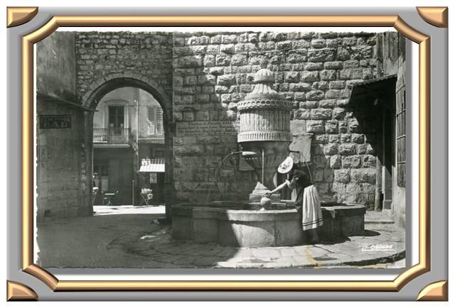 VENCE (Alpes-Maritimes). Fontaine et Porte du Peyra