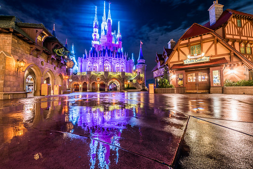world christmas travel vacation holiday reflection rain reflections lights orlando nikon holidays village angle florida magic wide dream kingdom disney walt fantasyland uwa d810