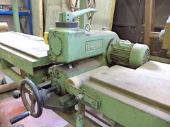 milling(0.0), machine(1.0), metal lathe(1.0), tool(1.0), tool and cutter grinder(1.0), toolroom(1.0), machine tool(1.0), lathe(1.0),