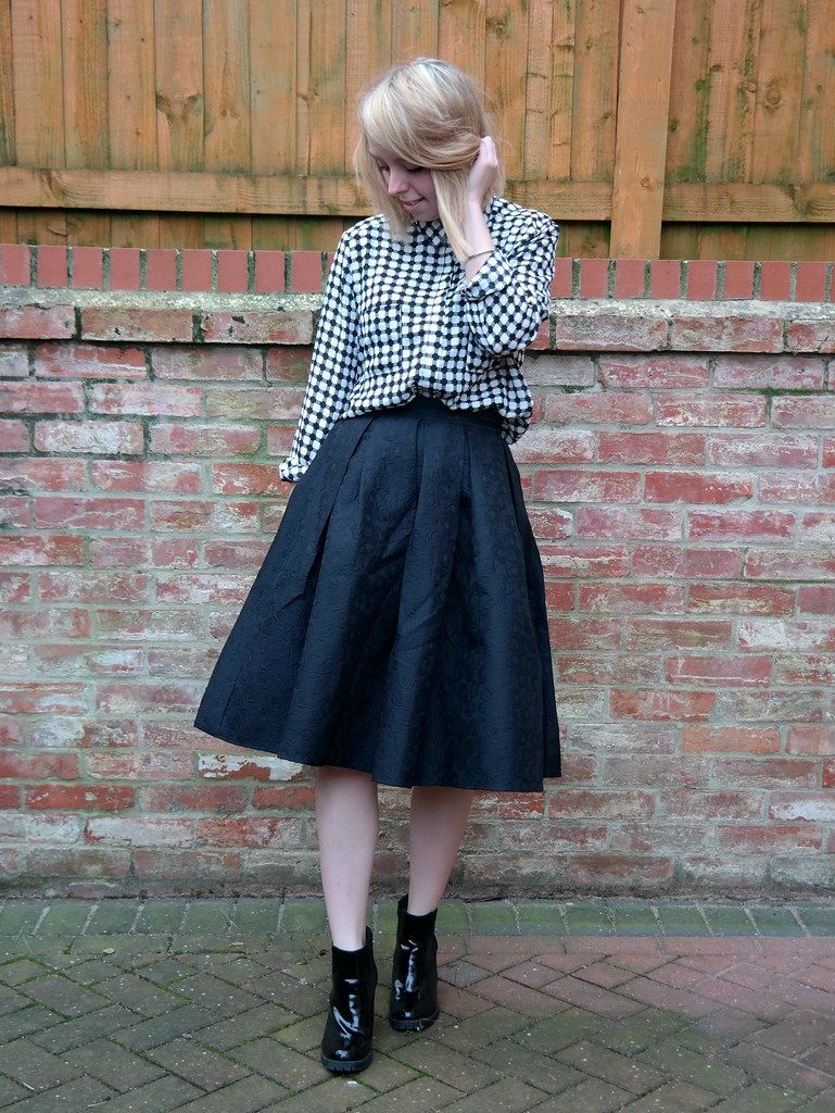 Big midi skirt, check shirt, patent boots, outfit post