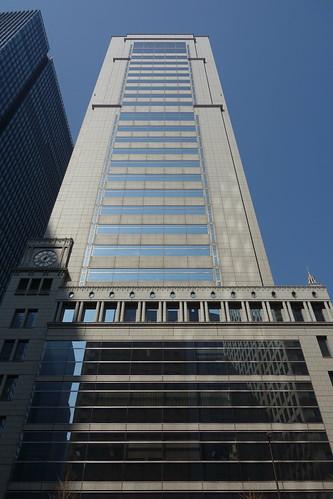 "Tokyo_11 東京都丸の内の高層ビルディングを正面直下から見上げて撮影した写真。 ""大手町野村ビル"" である。"