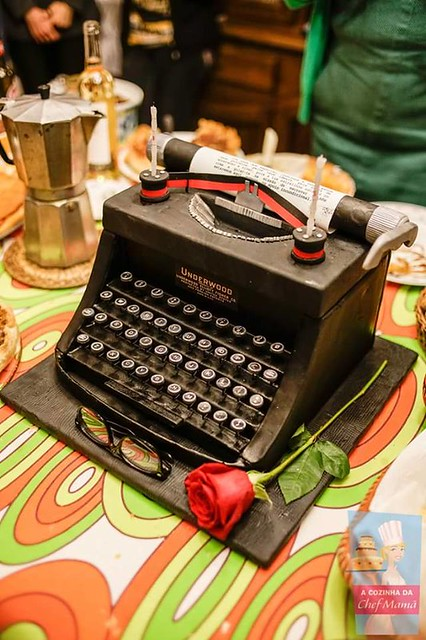Typewriter Themed Cake by Teresa Bacelar of A Cozinha da Chef Mamã