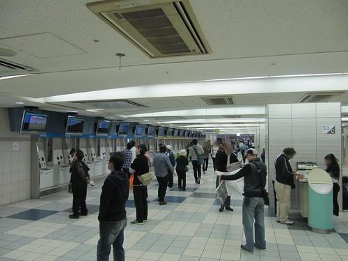京都競馬場の鉄火場感がある馬券売り場