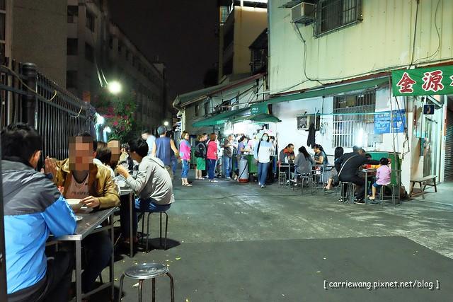 15528329619 de4b65e508 z - 阿春麵担│北屯國小地下道旁營業50年的老麵店,深夜的銅板美食