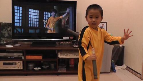 Bé 4 tuổi biểu diễn võ thuật giống hệt ngôi sao Lý Tiểu Long