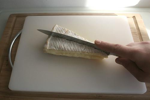 14 - Brie halbieren / Halve brie cheese