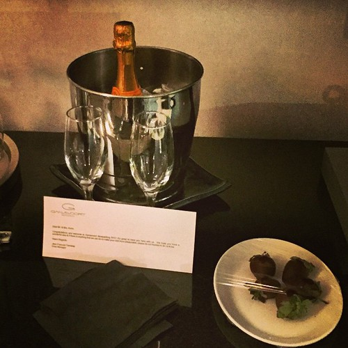 New York del 2: hotellet bjuder på champagne oh chokladdoppade jordgubbar i bröllopspresent!