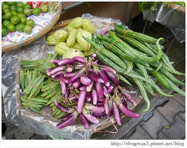 泰國-泰北-清邁-Somphet Market-Tip's Best Fresh Fruit Smoothie-市場-果汁攤-酸奶水果沙拉-燕麥水果優格沙拉-香蕉Ore0-泰式奶茶-早餐-14-596-1