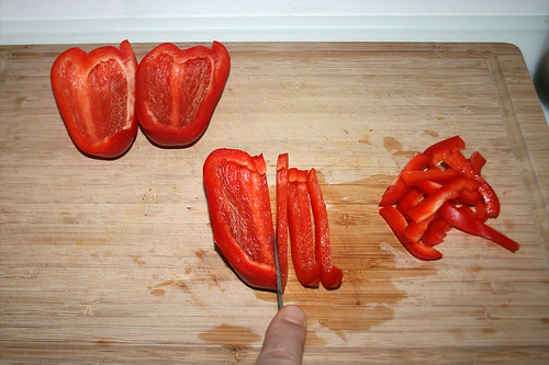 22 - Paprika in Streifen schneiden / Cut bell pepper in slices
