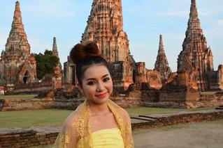 Modelling in front of Wat Chai Wattanaram (Ayutthaya, Thailand 2014)