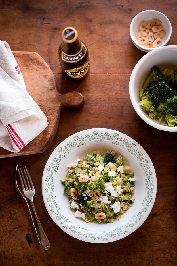 Quinoa con broccoli e aglio arrostito