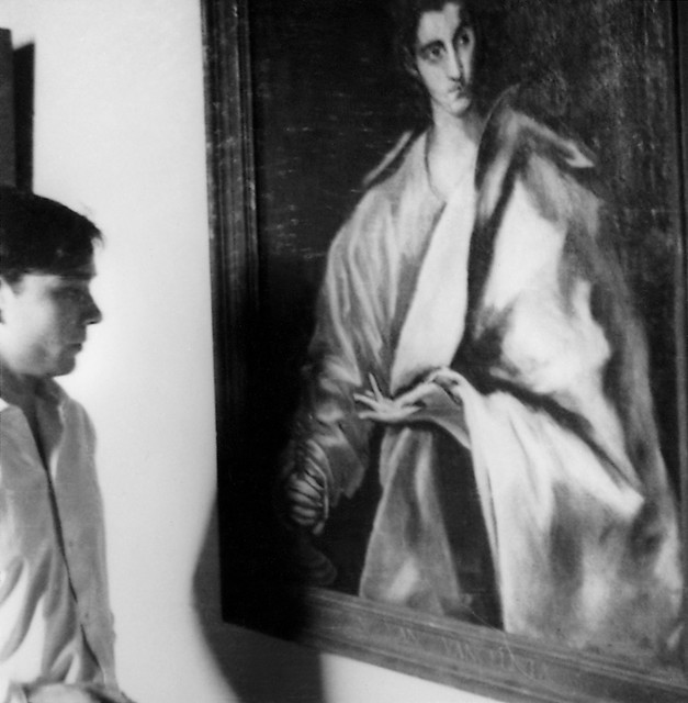 Yves Klein in front of a painting by El Greco (San Juan Evangelista), Prado museum, Madrid, February-June 1951. © Yves Klein Archives