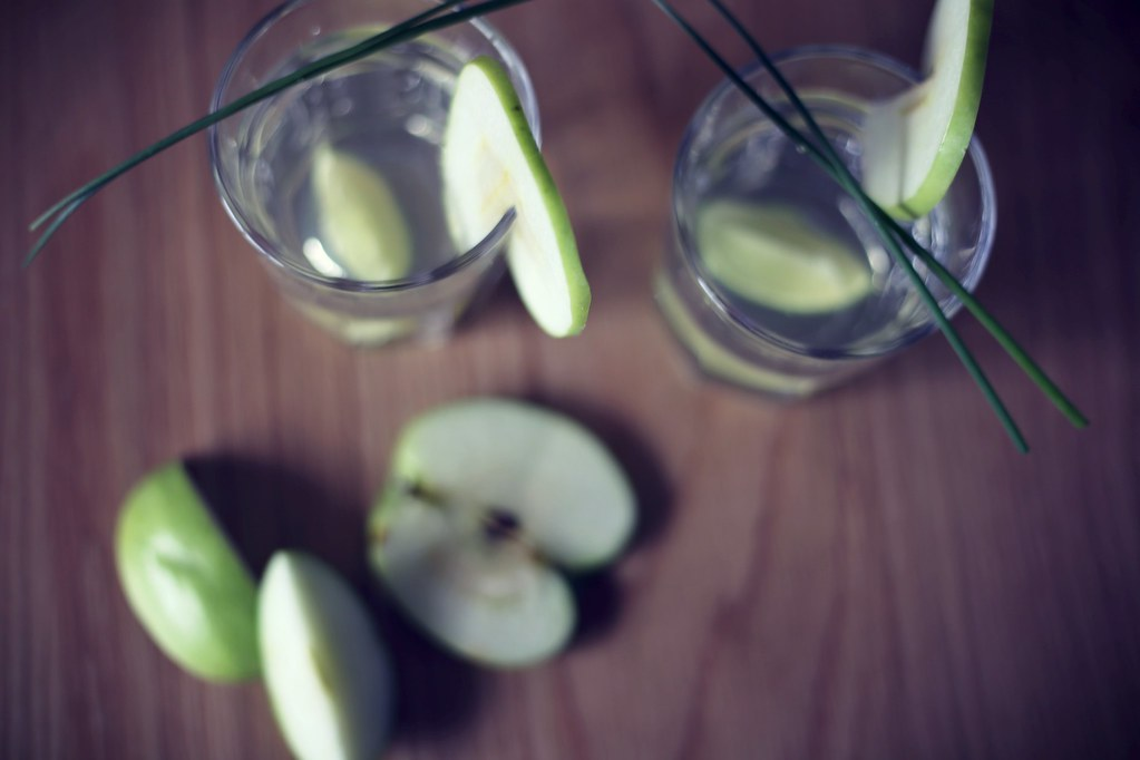 spring apple cocktail
