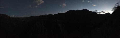 Trek du Cañon de Colca: 3e jour,. Après 1h30 de montée dans le noir, le soleil commence à pointer le bout de son nez...