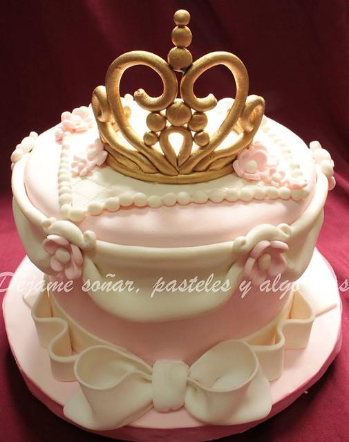 Tiara Cake by Maria Paula Meuli
