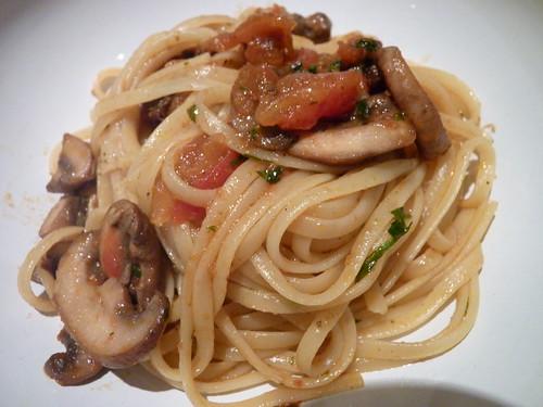 Pâtes aux tomates et champignons 03