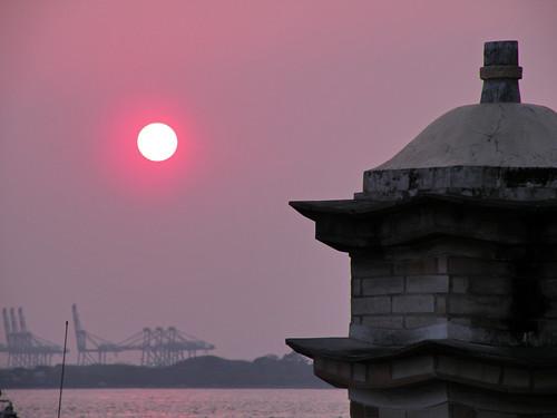 sunset sun water night river taiwan 夕陽 taipei float 淡水 partlycloudy 渡船