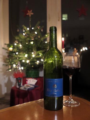 Rotwein (Vina Cabriel, D.O. Utiel Requena Tempranillo, Cabernet Sauvigno, Merlot) am Heiligen Abend