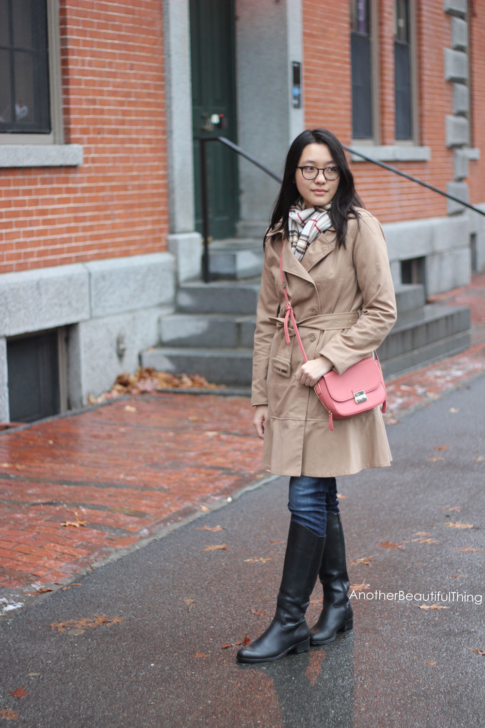 Camel and pink - trench coat and pink crossbody