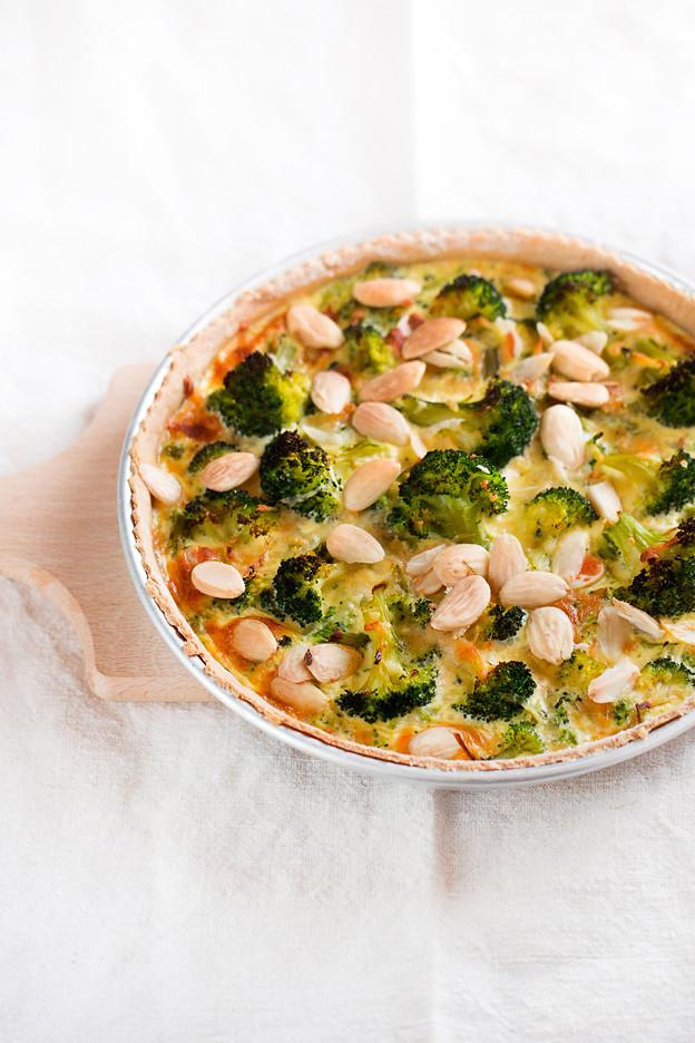 Quiche con broccoli, gorgonzola e mandorle